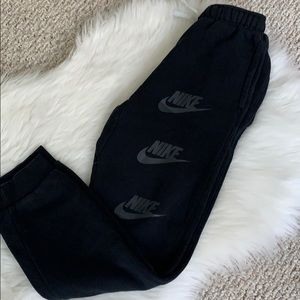 Boys Nike joggers thick pockets